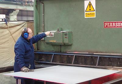 steel-guillotine-cutting